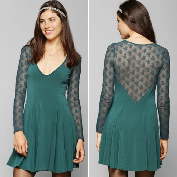 8bfbde0a4520 Kimchi Blue Lace Back Skater Dress. M 5b31a7981b32941399b79ecc